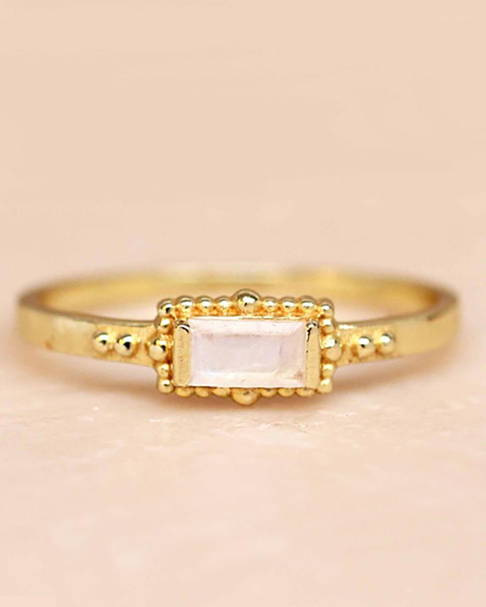 f ring size 56 white moonstone horizontal rectangle dots go