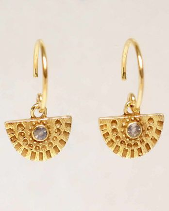 Earring hanging half cirkel with stone