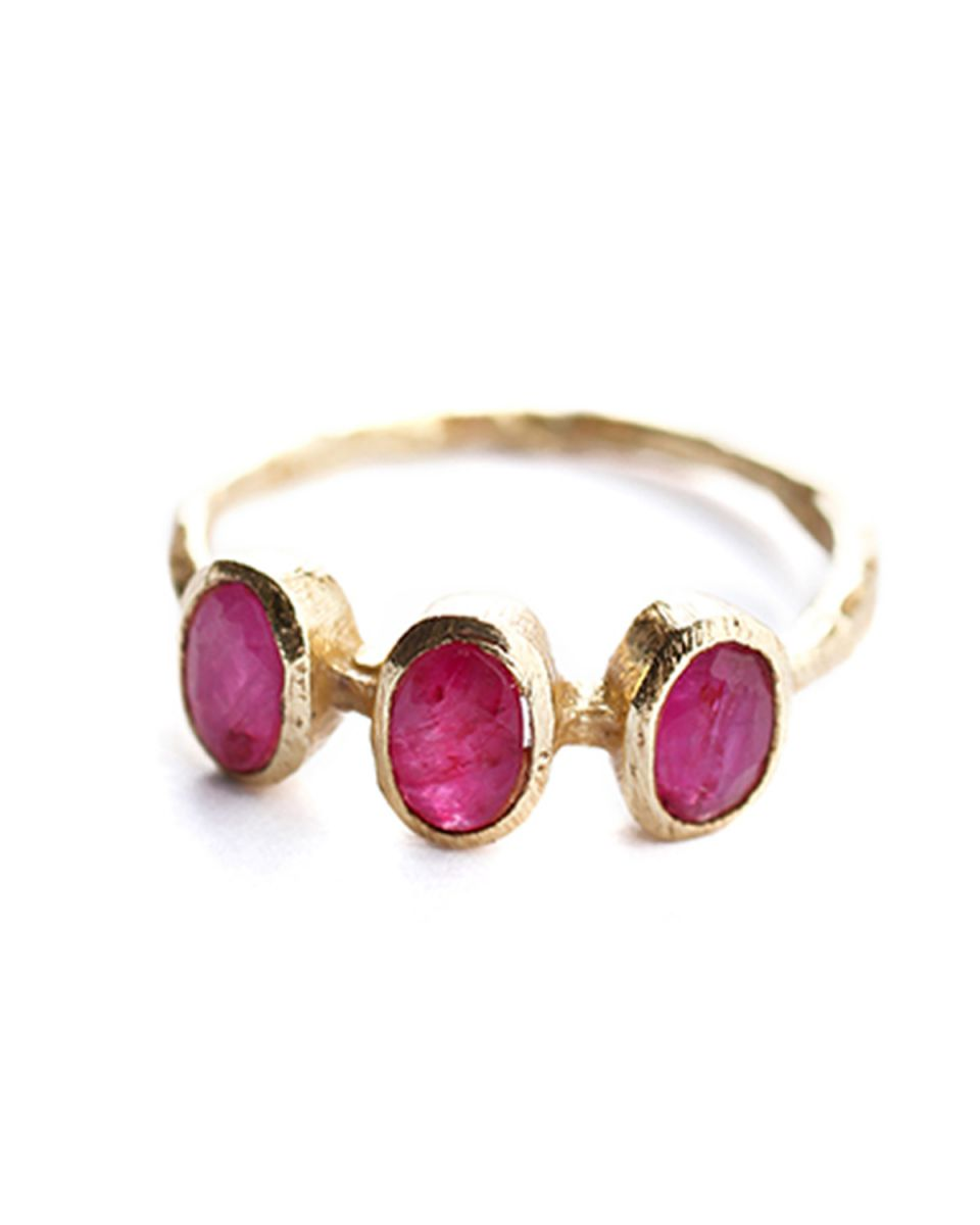 h ring size 52 3 stones ruby gold plated