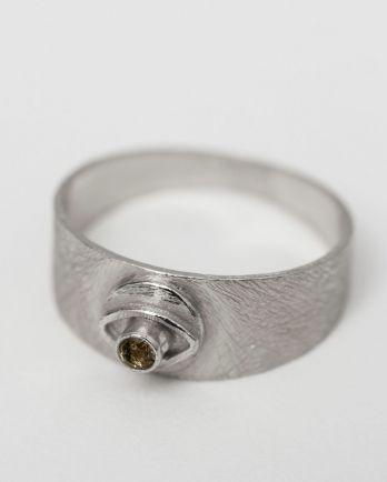 I- ring size 56 signet coin eye labradorite