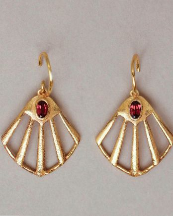 K- earring flabellate gem filigree garnet gold plated