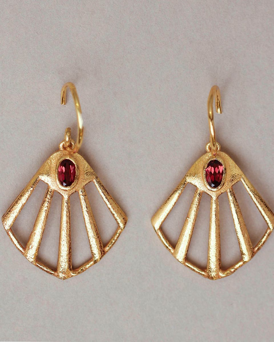 k earring flabellate gem filigree garnet gold plated
