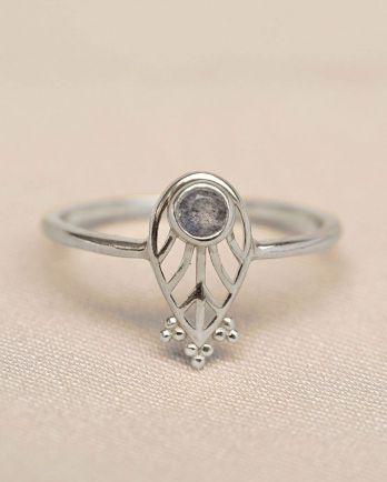 Ring leaf 3mm high stone with dots