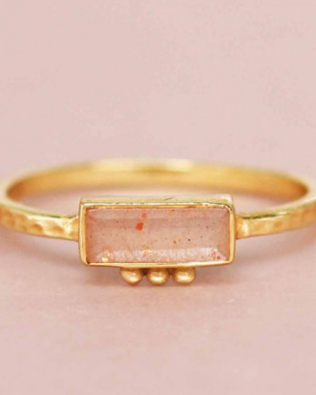 https://mujajuma.cmspecialist.dev/nl/f-ring-size-52-labradorite-rectangle-three-dots-3x8-gold-pl/a11383?c=3490&m=12555