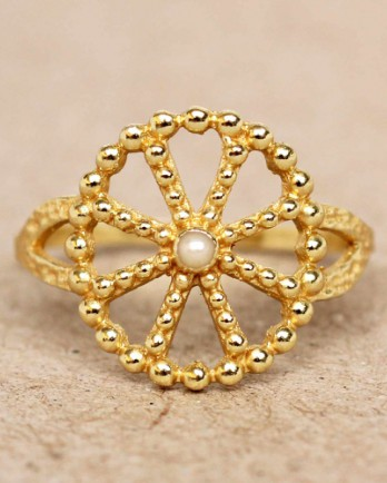 https://www.mujajuma.com/nl/f-ring-size-52-white-pearl-wheel-with-dots-gold-plated/a11342?search=4167-GB-17-052&m=12473