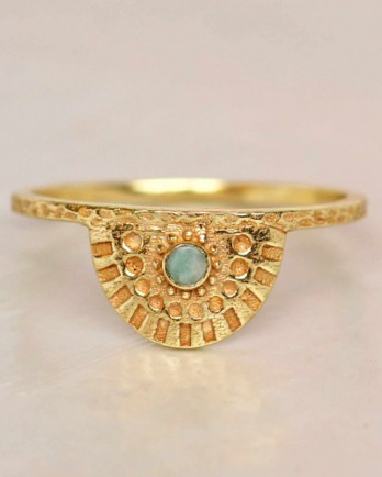 https://mujajuma.com/en/e-ring-size-52-white-pearl-half-cirkel-gold-plated/a7286?c=3490&m=12621