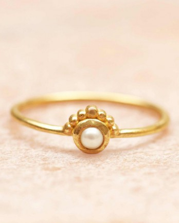 https://www.mujajuma.com/nl/e-ring-size-52-3mm-pearl-etnic-gold-plated/a10923?c=3490&m=12602