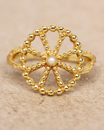 https://www.mujajuma.com/nl/f-ring-size-52-white-pearl-wheel-with-dots-gold-plated/a11342?c=3490&m=12473