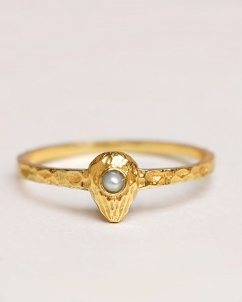 https://www.mujajuma.com/nl/f-ring-size-52-white-pearl-artisin-gold-plated/a13736?c=3490&filter=26,27,28,29,30,53&m=13925