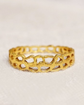 https://www.mujajuma.com/nl/f-ring-size-52-beehive-gold-plated/a13942?c=3490&filter=26,27,28,29,30,53&m=13961
