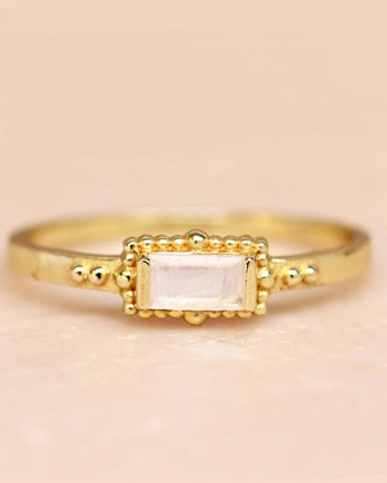 https://www.mujajuma.com/nl/f-ring-size-52-white-moonstone-horizontal-rectangle-dots-go/a6844?c=3490&filter=26,27,28,29,30,53&m=12636
