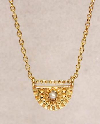 https://www.mujajuma.com/nl/h-collier-white-pearl-half-cirkel-gold-plated-55cm/a10137?c=3492&m=12759
