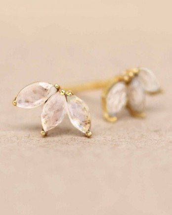 https://www.mujajuma.com/en/f-earring-white-moonstone-three-stones-leave-gold-plated/a3672